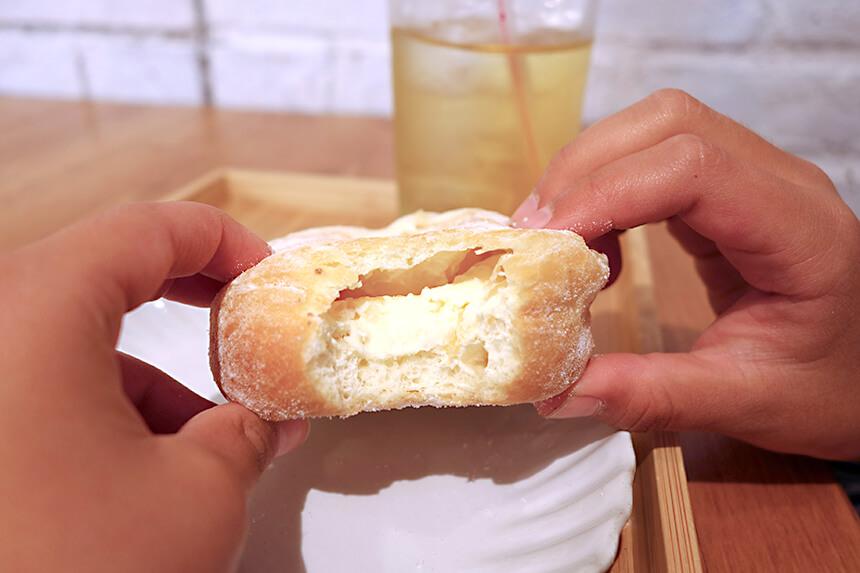 『ミサキドーナツ』のレモンクリームチーズドーナツ