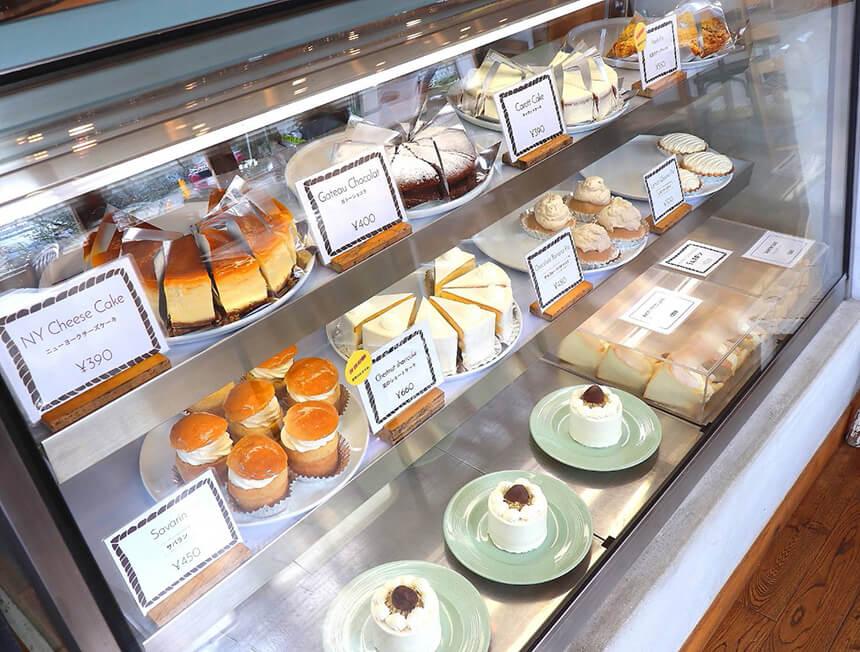 鎌倉のカフェ・ケーキ『POMPON CAKES(ポンポンケークス)』ショーケース内のケーキ