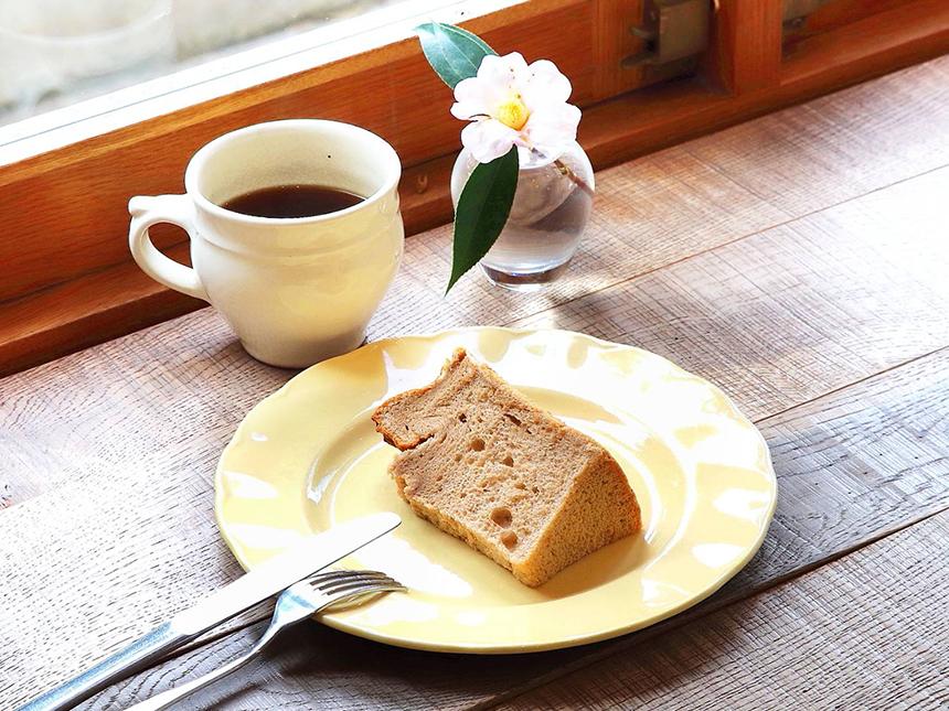 鎌倉のカフェ・ケーキ『POMPON CAKES(ポンポンケークス)』のシフォンケーキとコーヒー