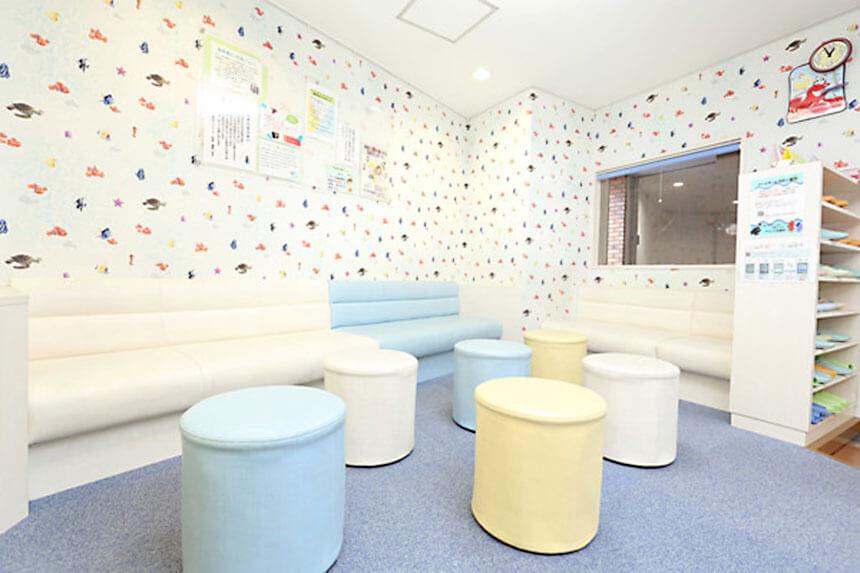 茅ヶ崎の小児歯科「マリン小児歯科クリニック」の待合室