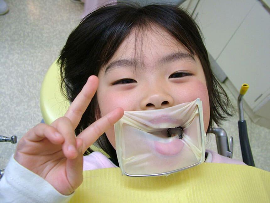 茅ヶ崎の小児歯科「マリン小児歯科クリニック」で治療する子ども