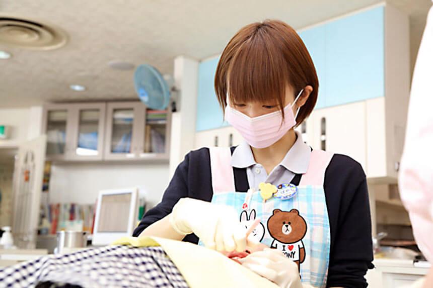 茅ヶ崎の小児歯科「マリン小児歯科クリニック」の治療風景