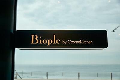 七里ヶ浜「Biople by CosmeKitchen(ビープル)」の看板