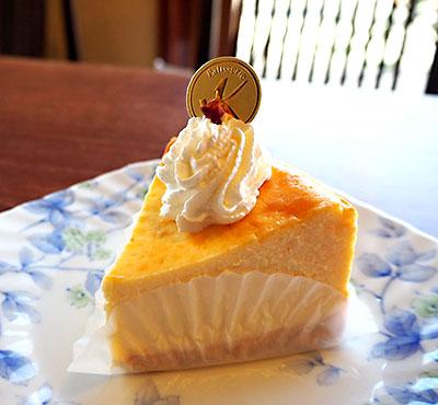 葉山のカフェ『Cafe 会英楼(かいえいろう)』の濃厚チーズケーキ