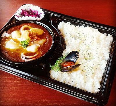 葉山のカフェ『Cafe 会英楼(かいえいろう)』のシーフードカレー弁当