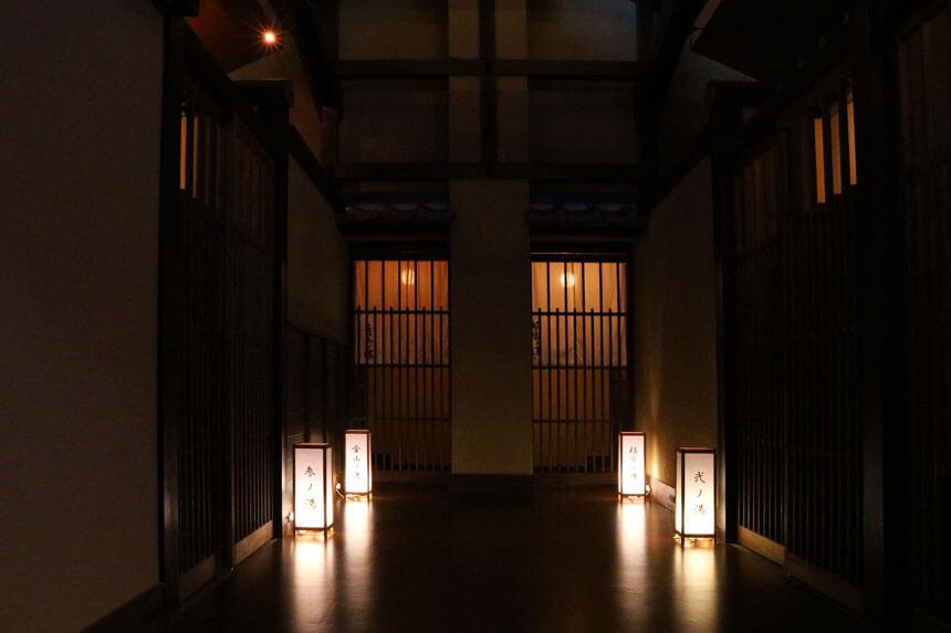 鎌倉・稲村ケ崎温泉の家族風呂までの通路