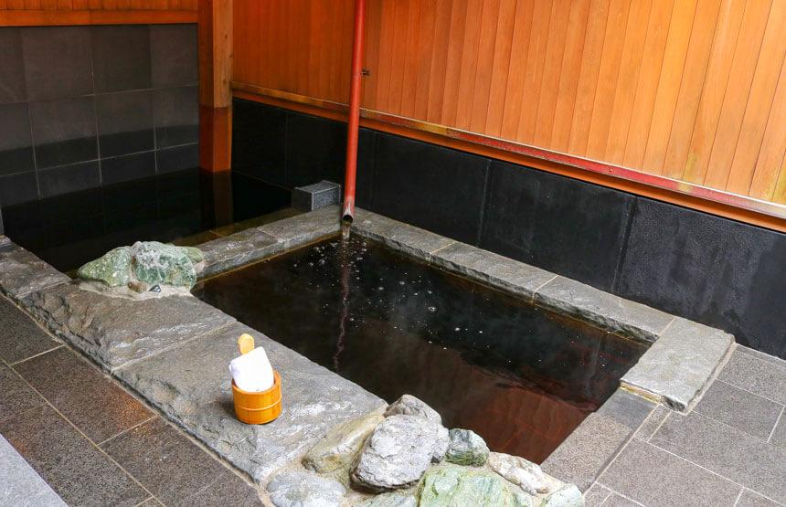 鎌倉・稲村ケ崎温泉の露天風呂
