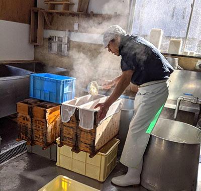逗子の豆腐屋『とちぎや とうふ工房』の豆腐作り