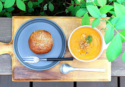 藤沢・本鵠沼のオーガニックカフェ『KAMOSU(カモス)』のスープとマフィン