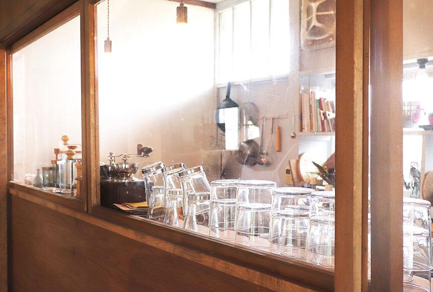 藤沢・本鵠沼のオーガニックカフェ『KAMOSU(カモス)』のキッチン