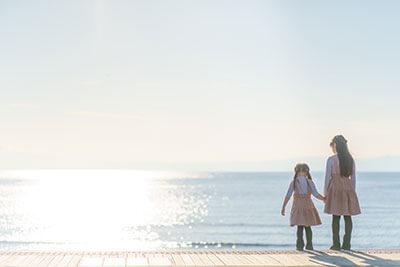 写真館・フォトスタジオ「スタジオカノン」の海で子ども写真撮影