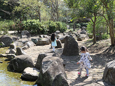 湘南藤沢・長久保公園の川遊び
