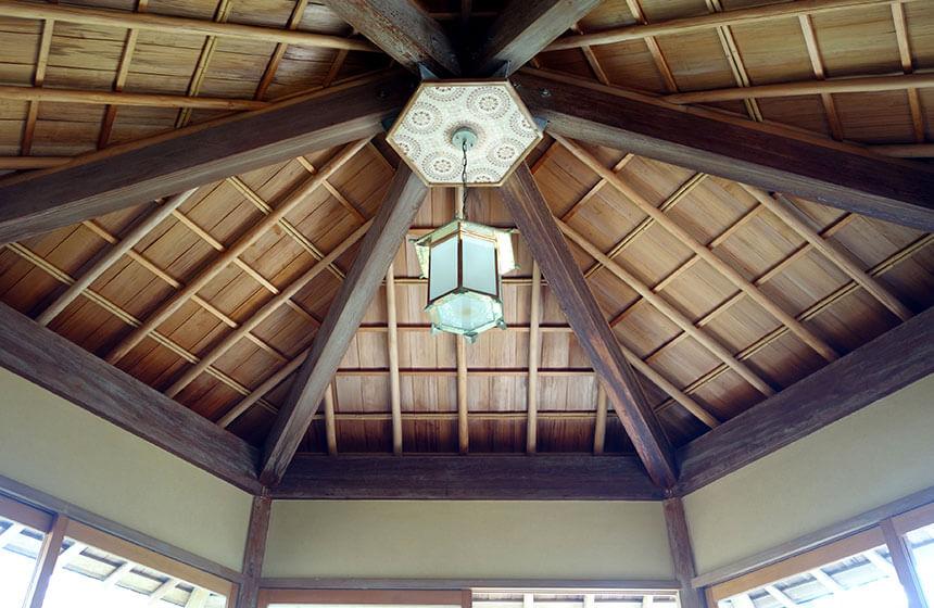 葉山しおさい公園の六角堂の天井