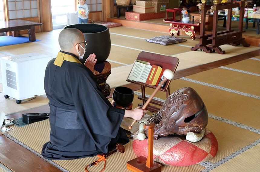 お寺ストレッチを開催する興全寺の読経