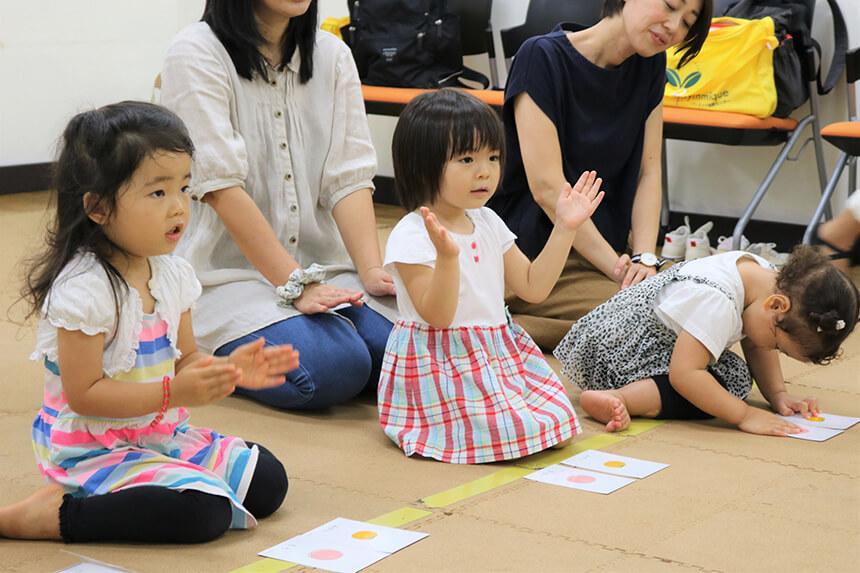 湘南・藤沢のリトミック教室のレッスンを受ける子ども