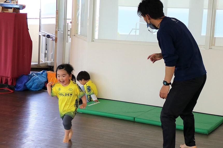 湘南の体操教室・運動教室『湘南ゴールデンエイジアカデミー』でかけっこ練習