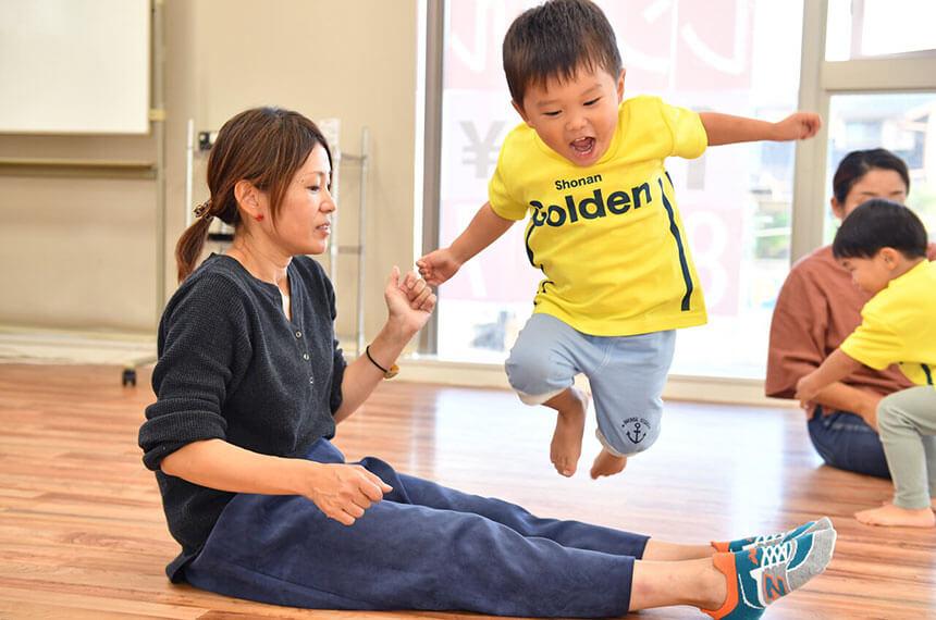 湘南の体操教室・運動教室『湘南ゴールデンエイジアカデミー』で親子で練習