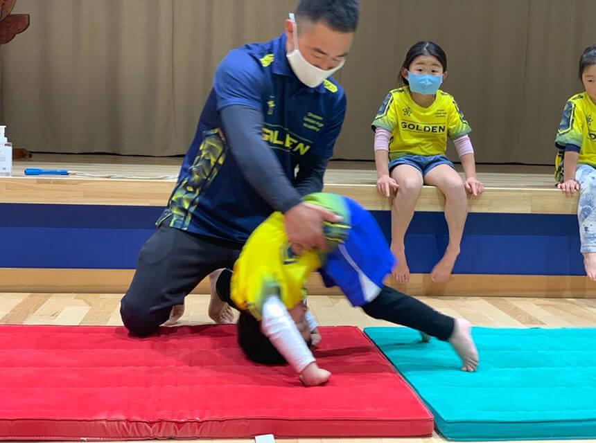 湘南の体操教室・運動教室『湘南ゴールデンエイジアカデミー』で未就学児レッスン風景