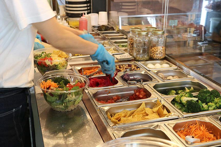 辻堂のサラダ専門店「ベリーベジー」でサラダを自由にカスタマイズ