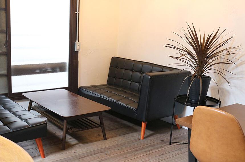 辻堂のサラダ専門店「ベリーベジー」のテーブル席