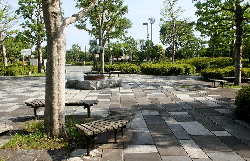 藤沢市秋葉台公園のベンチ