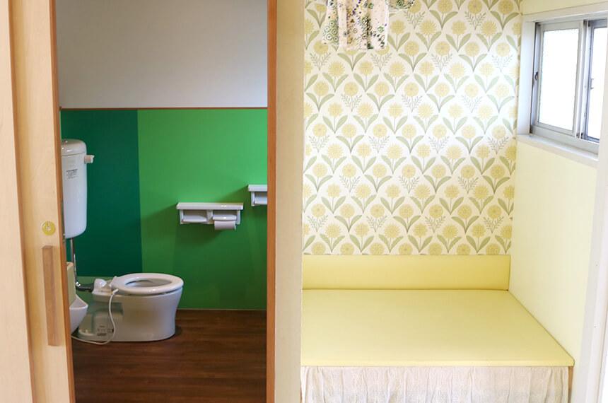 オムツ替え台と子ども用トイレ