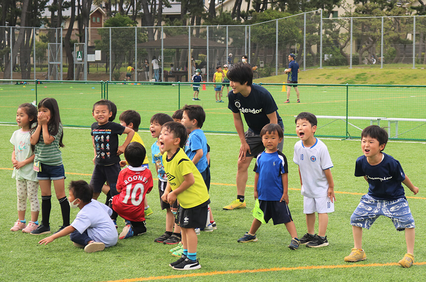 サッカークラブ『うみべ』で練習する子ども達