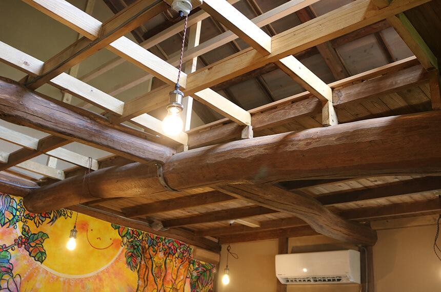 7325コーヒー(ナミニココーヒー)店内の高い天井