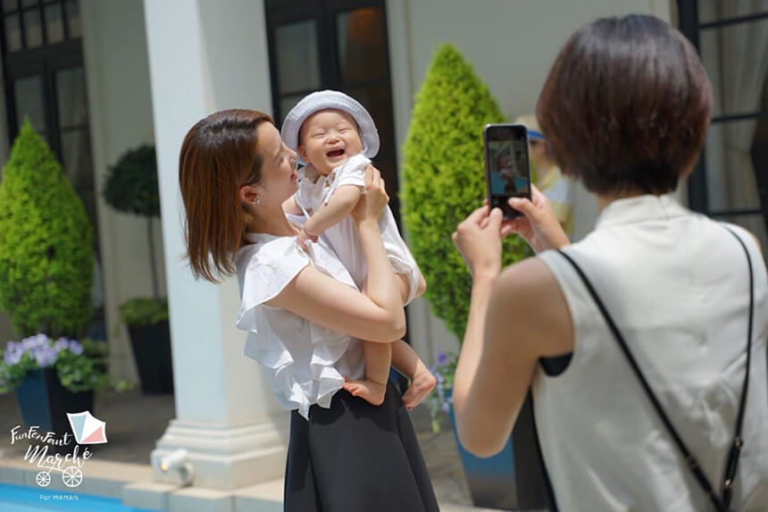 茅ヶ崎迎賓館「ファンファンファン・マルシェ」で子どもと写真撮影