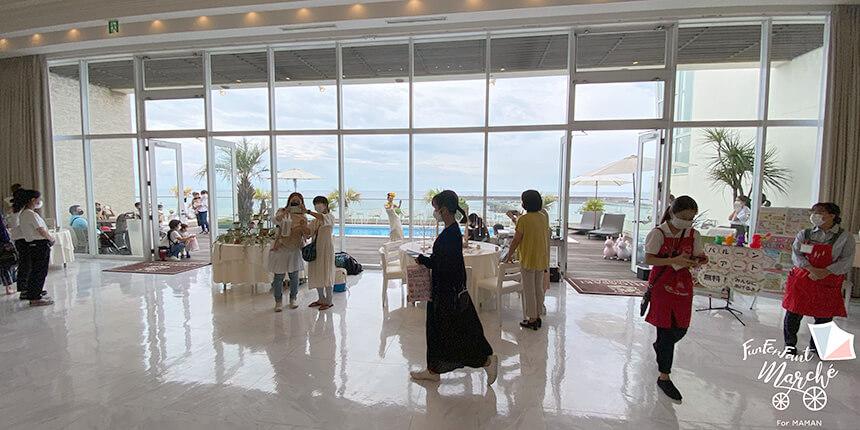 茅ヶ崎迎賓館「ファンファンファン・マルシェ」のイベント会場風景