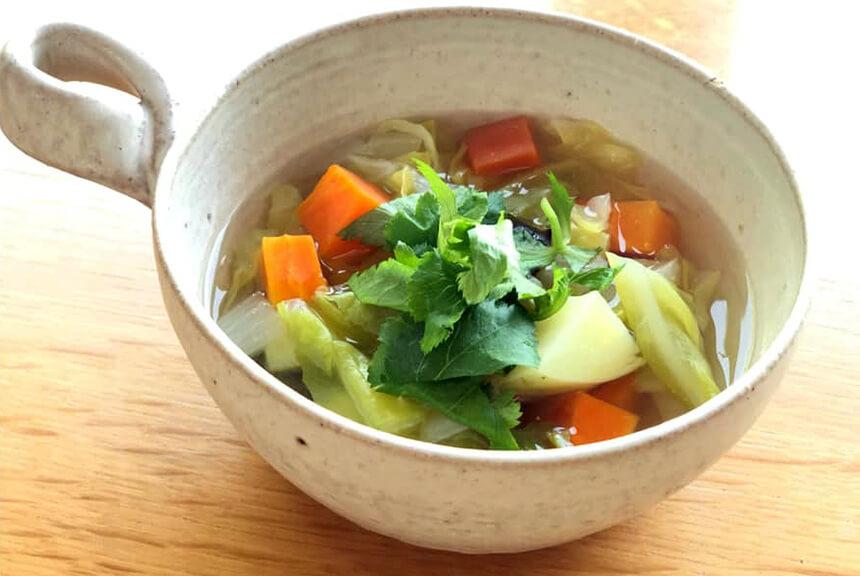 重ね煮で作った野菜スープ