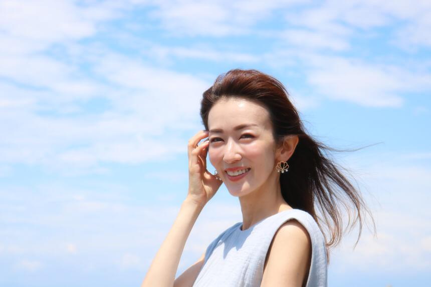 葉山でママモアナの取材を受ける大河内奈々子さん
