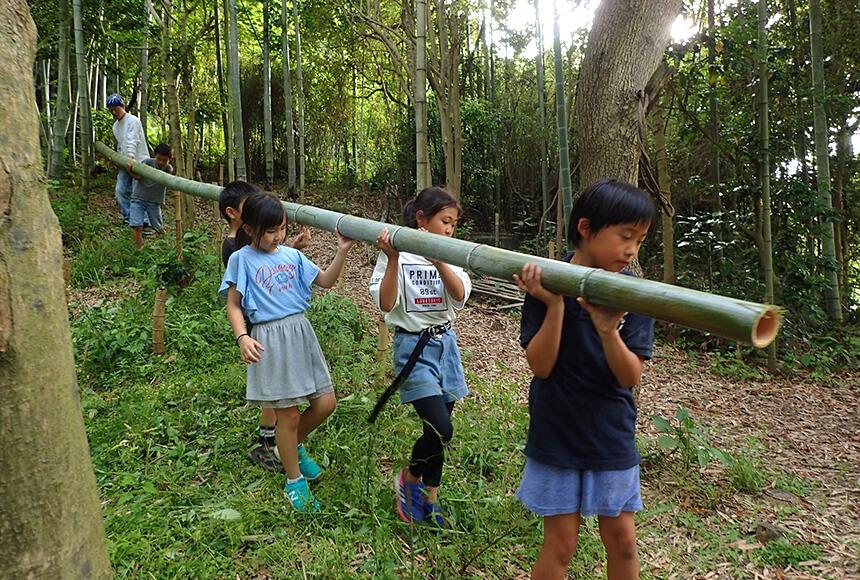 星山の竹を運ぶ子どもたち