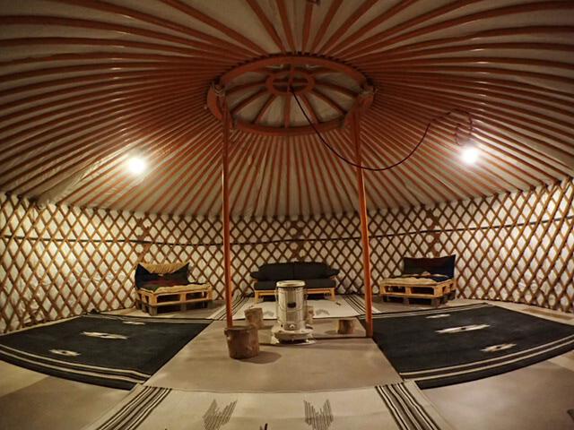 「星山」のモンゴルゲルの室内