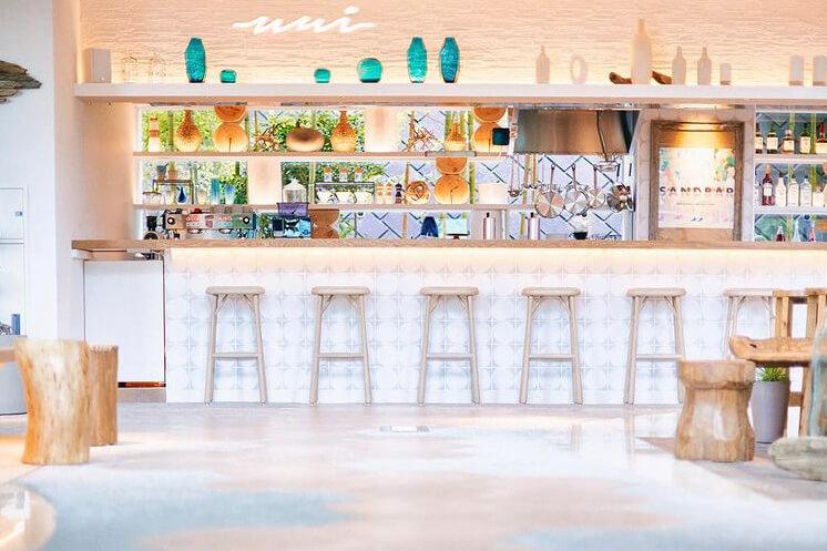 『葉山うみのホテル』のカフェバー『SANDBAR(サンドバー)』