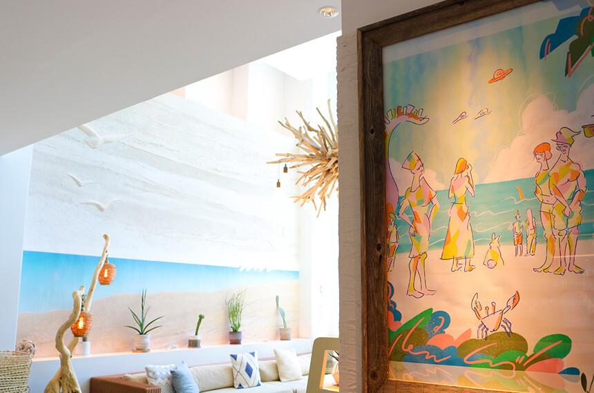 葉山『うみのホテル』のアート作品とカフェスペース