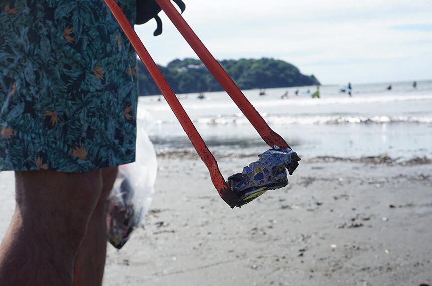 ビーチクリーンで見つけた缶ゴミ